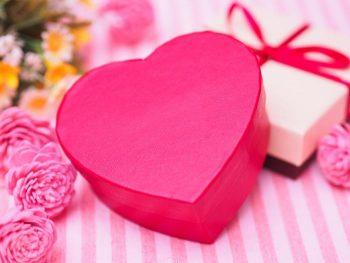 【バレンタインの脈あり】チョコを渡した後の男性の反応は!?