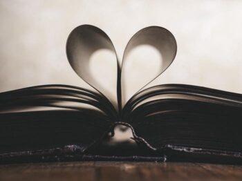 恋愛小説のおすすめ18選!なろう系から純文学まで人気の名作を紹介