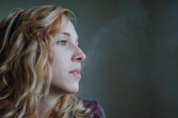 喫煙者は恋愛対象外?「臭いし浪費家っぽい」と悪印象