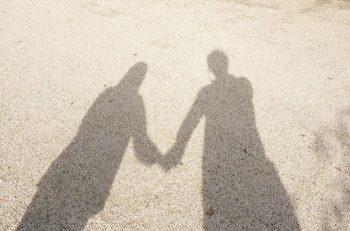 女性から手を繋がれたら嬉しい?付き合う前のデートでの男性心理
