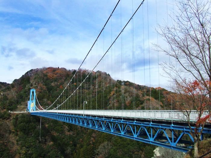 【得する恋愛心理】勘違いから生まれる恋!吊り橋効果って?