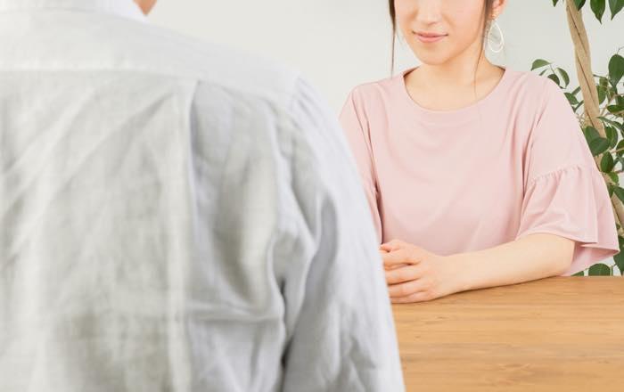 うなずくだけの返事ってどうなの?男女別の心理や相手への印象とは