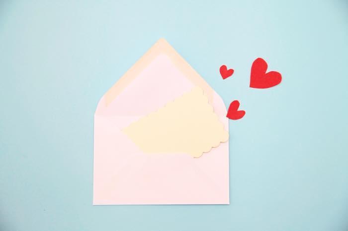 これって脈あり!?男が好きな女だけに送るメールの特徴5つ