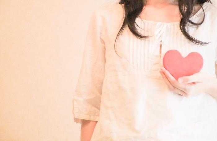 オキシトシンは恋愛効果抜群の幸せホルモン!?増やし方と効果を解説