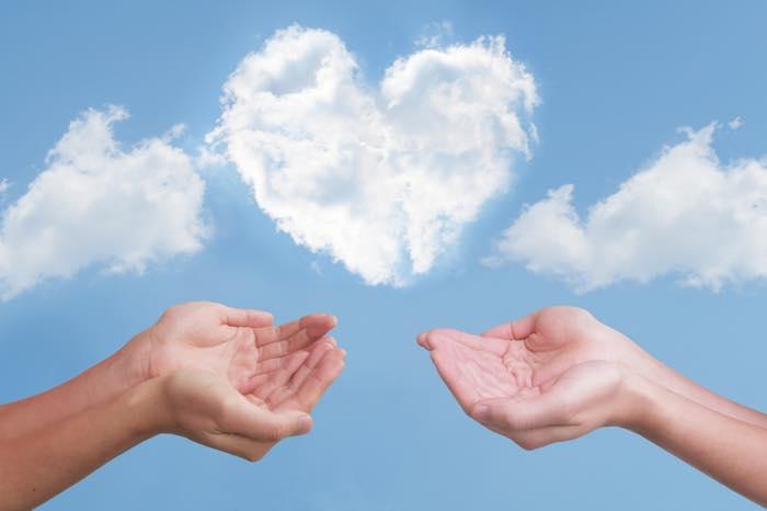 恋愛は見返りを求めない方がモテる!「与えること」で愛される理由